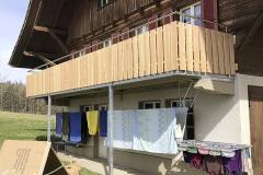 Balkongeländer mit Holz