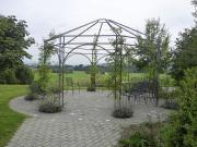 Pavillon rund bepflanzt